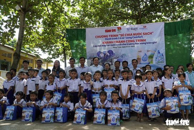 Sẻ chia sẻ nước sạch với học trò miền biên giới Đồng Tháp - Ảnh 2.