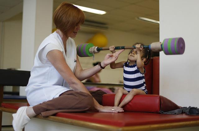 Bệnh xương thủy tinh và phương pháp điều trị - Ảnh 1.