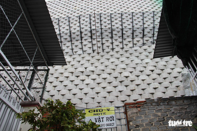 Di tản dân để tháo dỡ tường chắn cao 12m có nguy cơ sạt lở - Ảnh 5.