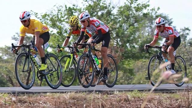 Tay đua Trần Thanh Điền gặp tai nạn ở chặng 4 trên đất Lào - Ảnh 1.
