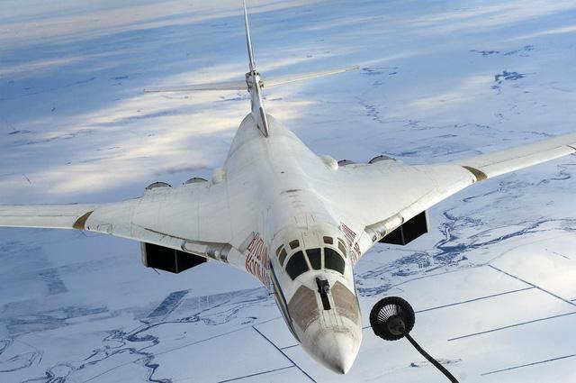 Nga nắn gân Mỹ, cho máy bay khủng giương oai suốt 10 giờ - Ảnh 1.
