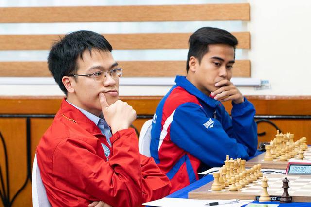 """Lê Quang Liêm bị đàn em """"níu chân"""" ở giải châu Á - Ảnh 1."""