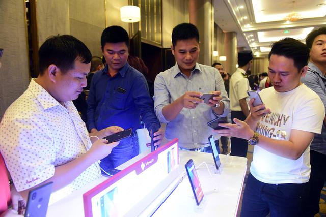 Vingroup trình làng 4 smartphone, giá thấp nhất 2,49 triệu - Ảnh 1.
