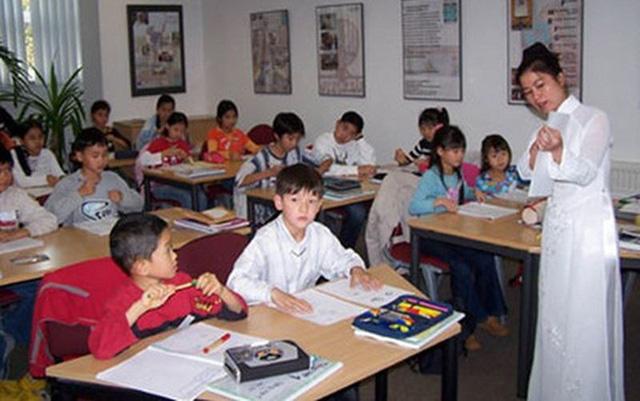 Ban hành chương trình dạy tiếng Việt cho người Việt Nam ở nước ngoài - Ảnh 1.