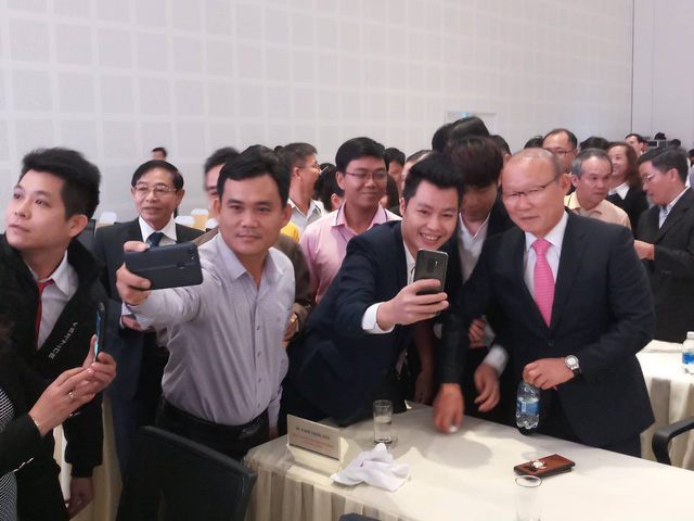 HLV Park Hang Seo hội ngộ bầu Đức và bầu Thắng tại Quảng Nam - Ảnh 3.