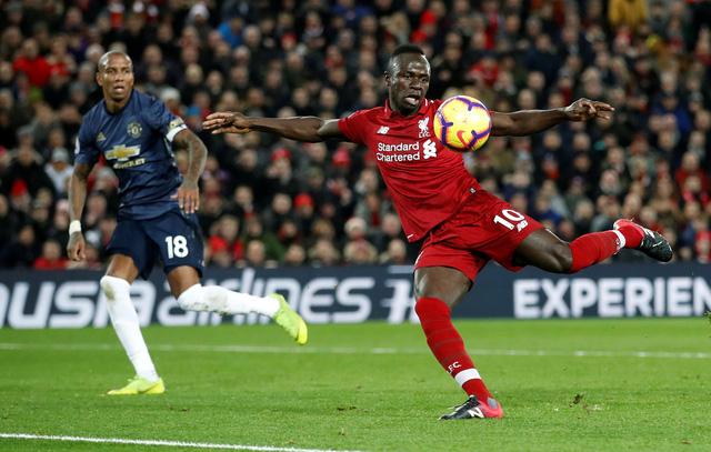 'Siêu dự bị' Shaqiri lập cú đúp, Liverpool đá bại M.U 3-1 - Ảnh 1.