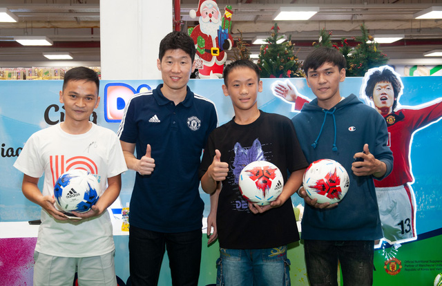 Cựu danh thủ Park Ji Sung chúc mừng đội tuyển VN vô địch AFF Cup 2018 - Ảnh 1.