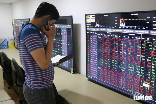 Chứng khoán tháng 12 chứng kiến cú bốc hơi tỉ USD đầu tiên - Ảnh 1.