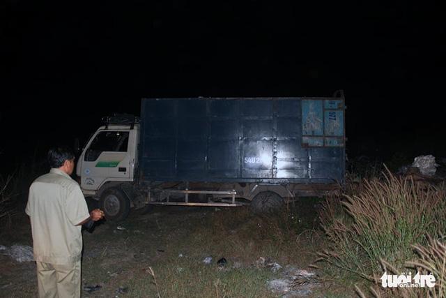 Gom rác thải công nghiệp tại Bình Dương mang qua Đồng Nai đổ trộm - Ảnh 1.