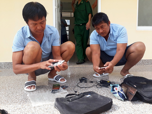 Ngư dân Việt Nam cứu sống 10 thuyền viên nước ngoài - Ảnh 1.