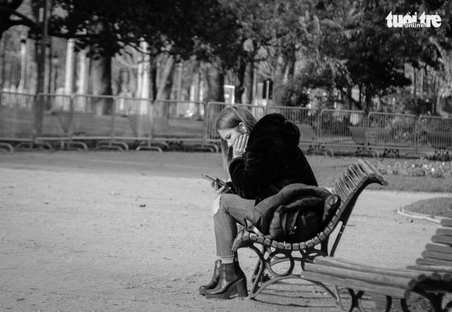 Khoa học phát hiện 3 độ tuổi con người dễ cảm thấy cô đơn - Ảnh 1.
