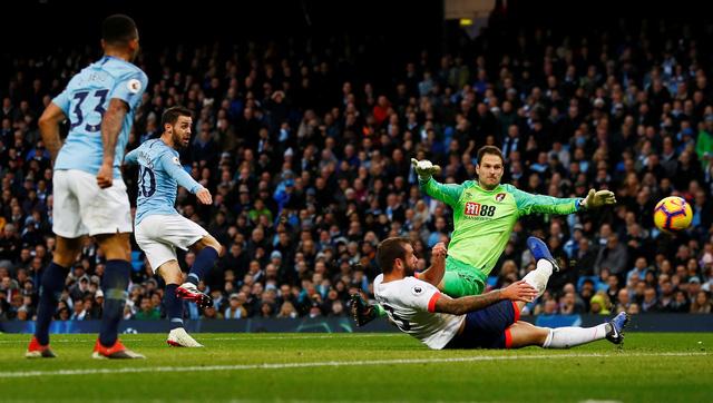 Thắng dễ Bournemouth, M.C gia tăng khoảng cách với Liverpool - Ảnh 1.
