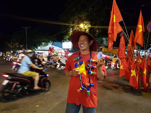 Cổ động viên Việt Nam tưng bừng mừng chiến thắng trước Philippines - Ảnh 14.