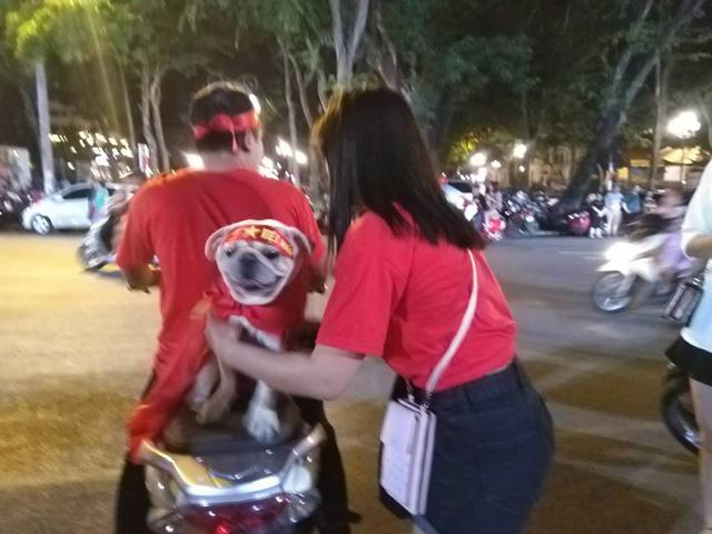 Cổ động viên Việt Nam tưng bừng mừng chiến thắng trước Philippines - Ảnh 20.