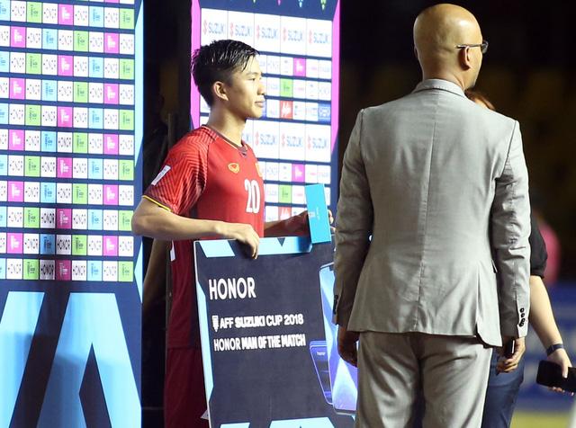 Phan Văn Đức là cầu thủ xuất sắc nhất trận Việt Nam - Philippines - Ảnh 2.