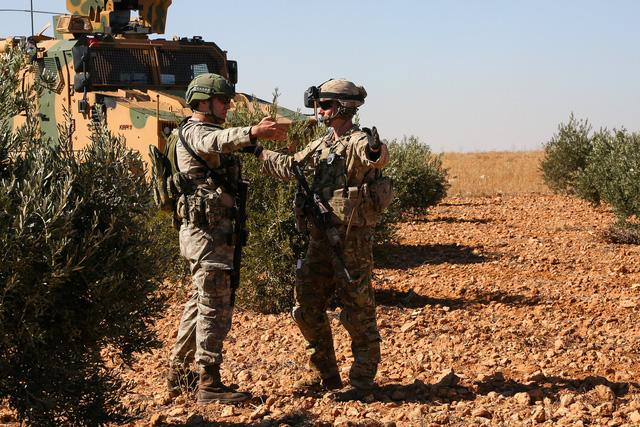 Tuyên bố chiến thắng trước IS, Mỹ rút quân khỏi Syria - Ảnh 1.