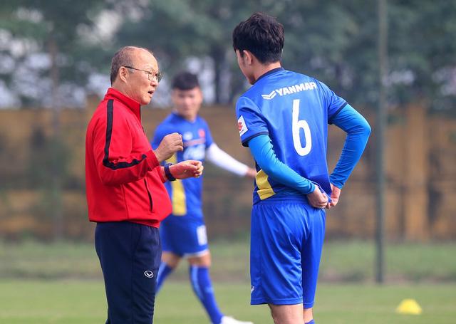 Đội tuyển Việt Nam tập trở lại, Công Phượng khoe tóc mới điệu đà - Ảnh 3.