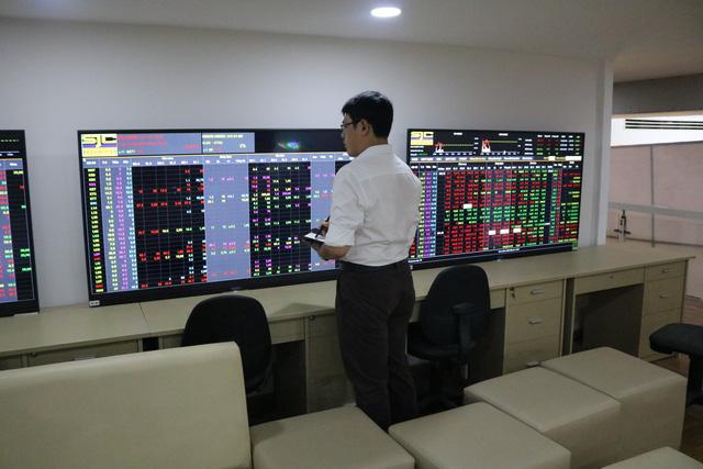 Chứng khoán Việt mất điểm theo thế giới ngày FED tăng lãi suất - Ảnh 1.