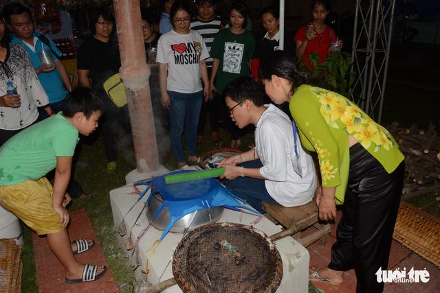 Khai mạc lễ hội bánh tráng phơi sương xứ Trảng Bàng  - Ảnh 1.