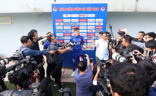 Đội tuyển Việt Nam tập trở lại, Công Phượng khoe tóc mới điệu đà - Ảnh 4.