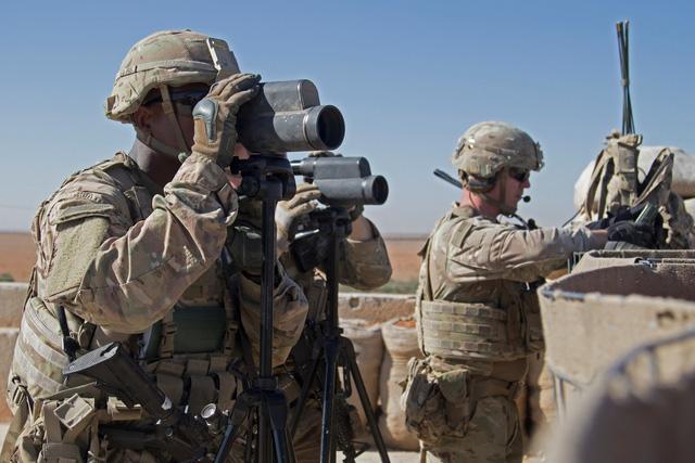 Mỹ rút quân khỏi Syria: Tất cả đều sốc - Ảnh 1.