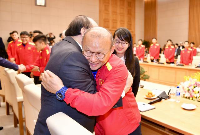 Thủ tướng trao Huân chương Lao động hạng nhất cho đội tuyển VN - Ảnh 1.