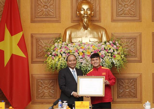 Thủ tướng trao Huân chương Lao động hạng nhất cho đội tuyển VN - Ảnh 4.