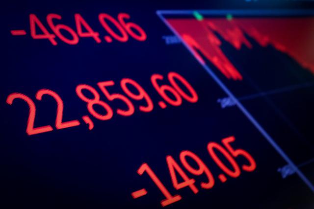 Chứng khoán Mỹ đỏ sàn vì lãi suất tăng và chính phủ dọa đóng cửa - Ảnh 1.