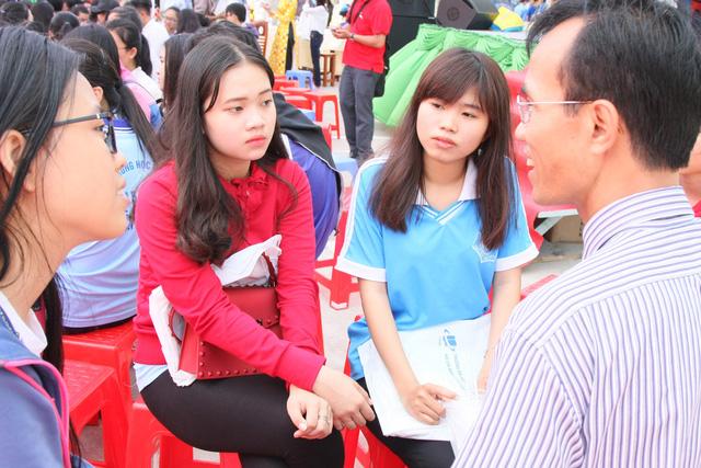 ĐH Kinh tế - Luật lần đầu xét tuyển học sinh nước ngoài - Ảnh 1.