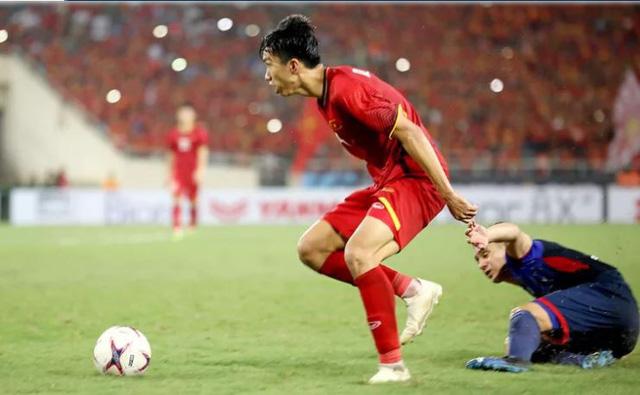 Fox Sports: Đoàn Văn Hậu thuộc top 5 gương mặt U-21 ở Asian Cup 2019 - Ảnh 1.