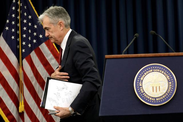 Chủ tịch Cục dự trữ liên bang Mỹ FED quyết tăng lãi suất, ông Trump bàn... đuổi việc - Ảnh 1.