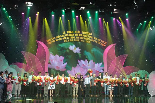 Trao giải hội thi sáng tác về chủ đề Học tập làm theo tấm gương đạo đức Hồ Chí Minh - Ảnh 1.