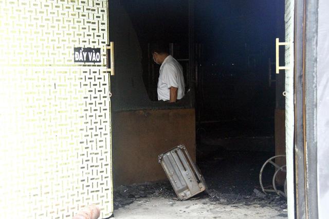 Bộ Công an phối hợp khám nghiệm hiện trường quán nhậu cháy 6 người chết - Ảnh 3.