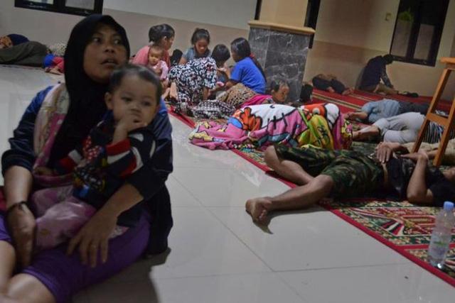 Sóng thần do núi lửa phun ở Indonesia, 43 người thiệt mạng - Ảnh 2.