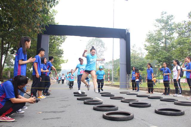 2.000 sinh viên tham gia đường chạy nghị lực - Ảnh 3.