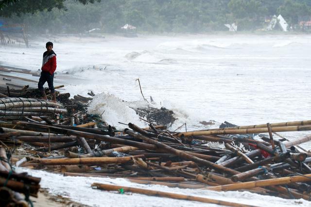 Đã có 280 người thiệt mạng vì sóng thần ở Indonesia, chủ yếu đang đi nghỉ lễ - Ảnh 1.