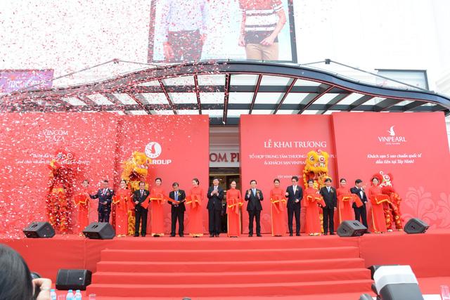 Tây Ninh khai trương tổ hợp trung tâm thương mại, khách sạn lớn nhất - Ảnh 1.