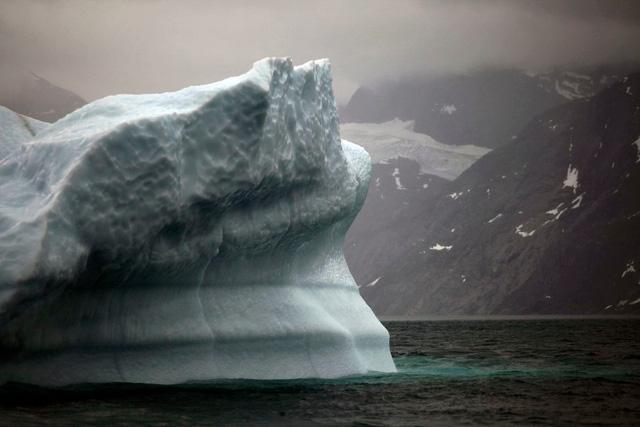 Mỗi giây 14.000 tấn nước đổ ra biển vì băng Bắc Cực tan - Ảnh 1.