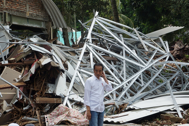 Sóng thần có thể tiếp tục ập vào Indonesia - Ảnh 2.