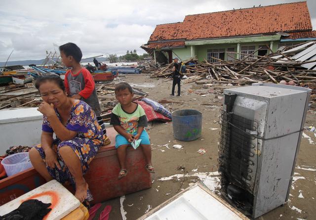 Sóng thần có thể tiếp tục ập vào Indonesia - Ảnh 1.