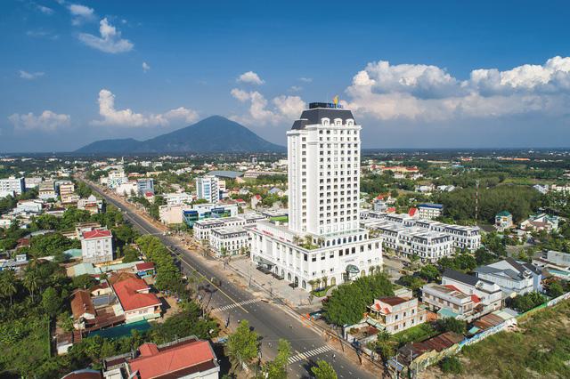 Bừng sáng viên ngọc Vinpearl Hotel giữa lòng Tây Ninh - Ảnh 2.