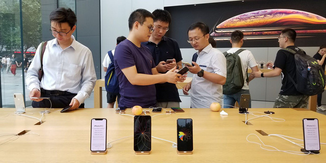 Ủng hộ Huawei, doanh nghiệp Trung Quốc dọa sa thải nhân viên xài iPhone - Ảnh 1.