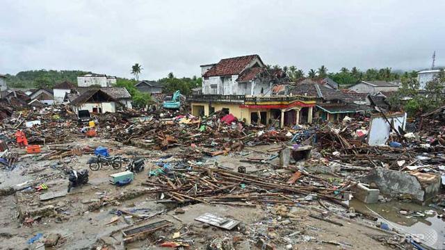 429 người chết, 154 người mất tích vì sóng thần ở Indonesia, - Ảnh 1.