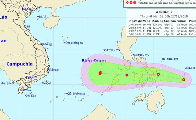 Áp thấp nhiệt đới hướng về Biển Đông, khả năng mạnh thành bão - Ảnh 1.