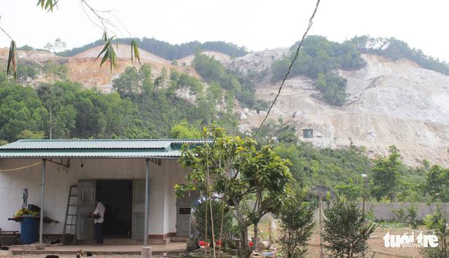 Hàng chục hộ dân mất ăn mất ngủ vì nổ mìn tại Quảng Ninh - Ảnh 2.