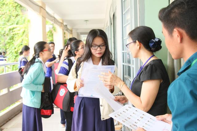 Luật không cấm, sao các địa phương không được tổ chức thi tốt nghiệp THPT? - Ảnh 1.