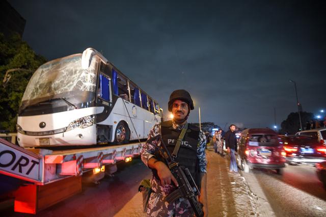 Ai Cập diệt 30 tay súng khủng bố ở khu vực xe du khách Việt bị đánh bom - Ảnh 1.