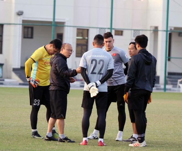 Tuyển VN tập buổi đầu tiên tại Doha chuẩn bị cho Asian Cup 2019 - Ảnh 3.