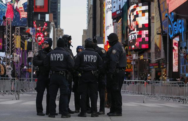 Cảnh sát New York dùng drone đảm bảo an ninh cho năm mới - Ảnh 1.