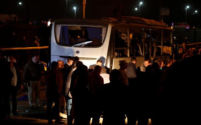 Hiện trường kinh hoàng vụ đánh bom ít nhất 4 người thiệt mạng ở Ai Cập - Ảnh 4.